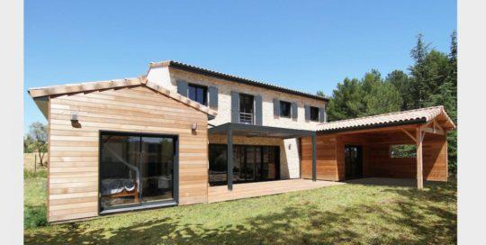 créateur de maisons en ossature bois. Pour plus de renseignements sur nos modèles, contactez-nous au numéro suivant : 04.90.200.200